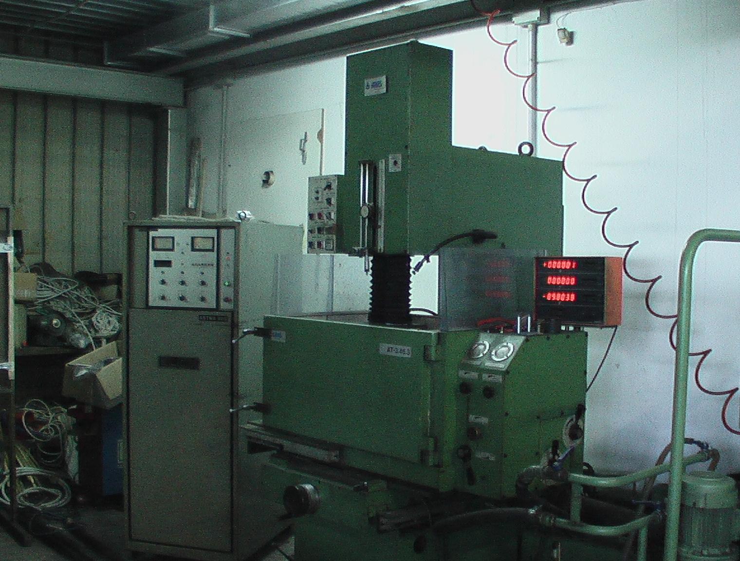 elettroerosione a tuffo per realizzare gli stampi