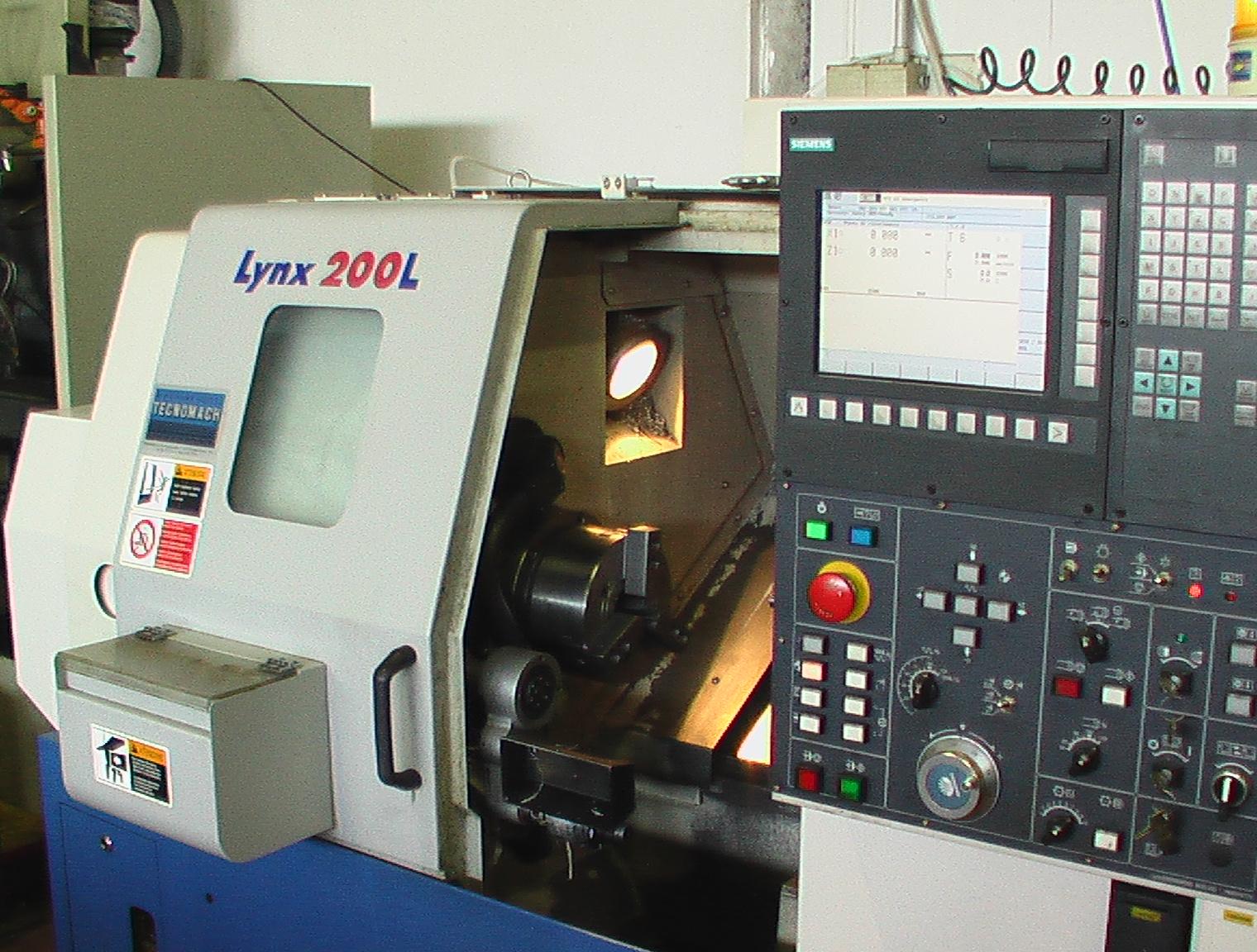 tornio CNC con alimentatore automatico, tornitura metalli
